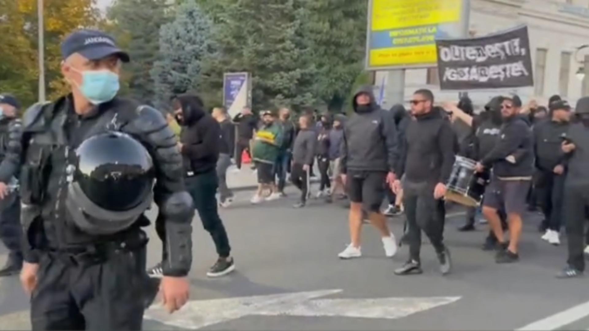 Tragedie pe stadion, la derby-ul de la Craiova: un suporter A MURIT în tribune