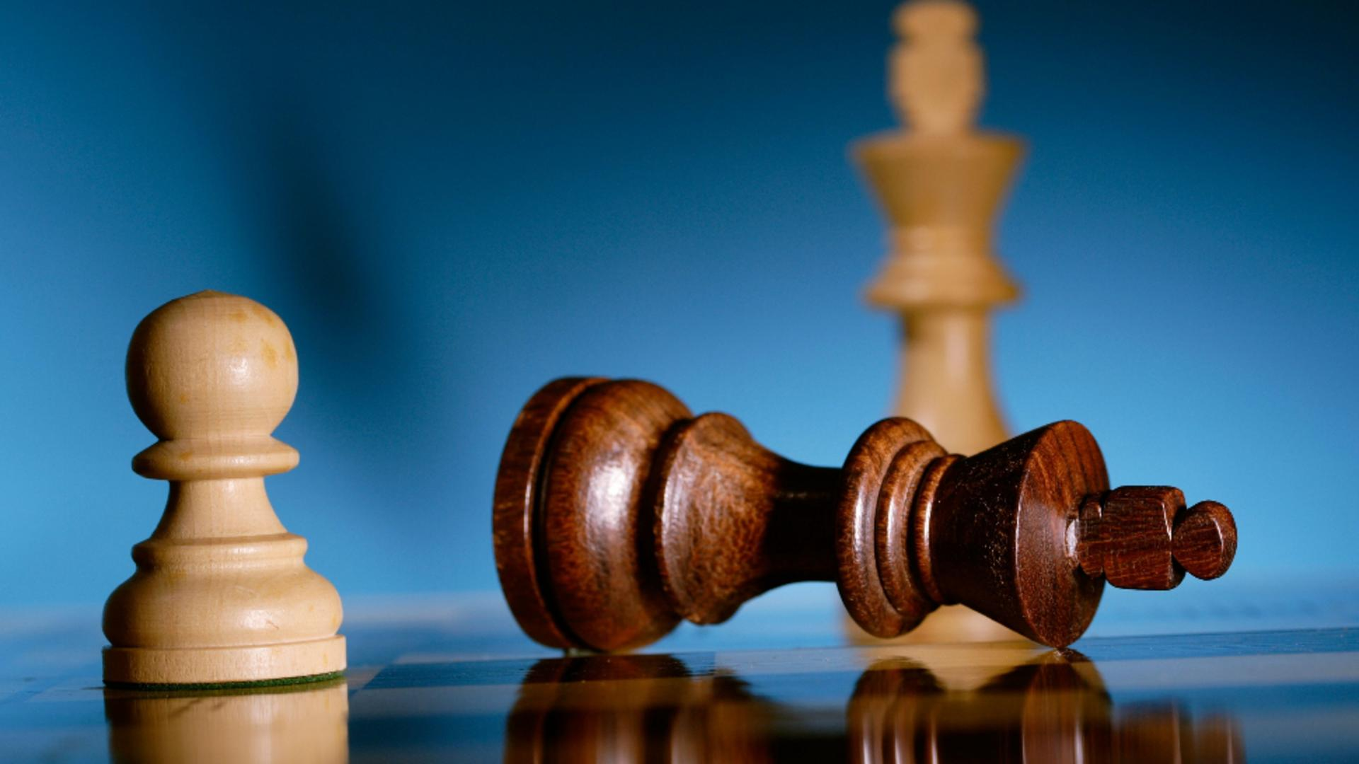 """Se joacă viitorul """"regelui"""" cu negocieri înainte de mutarea decisivă. Foto/Profimedia"""