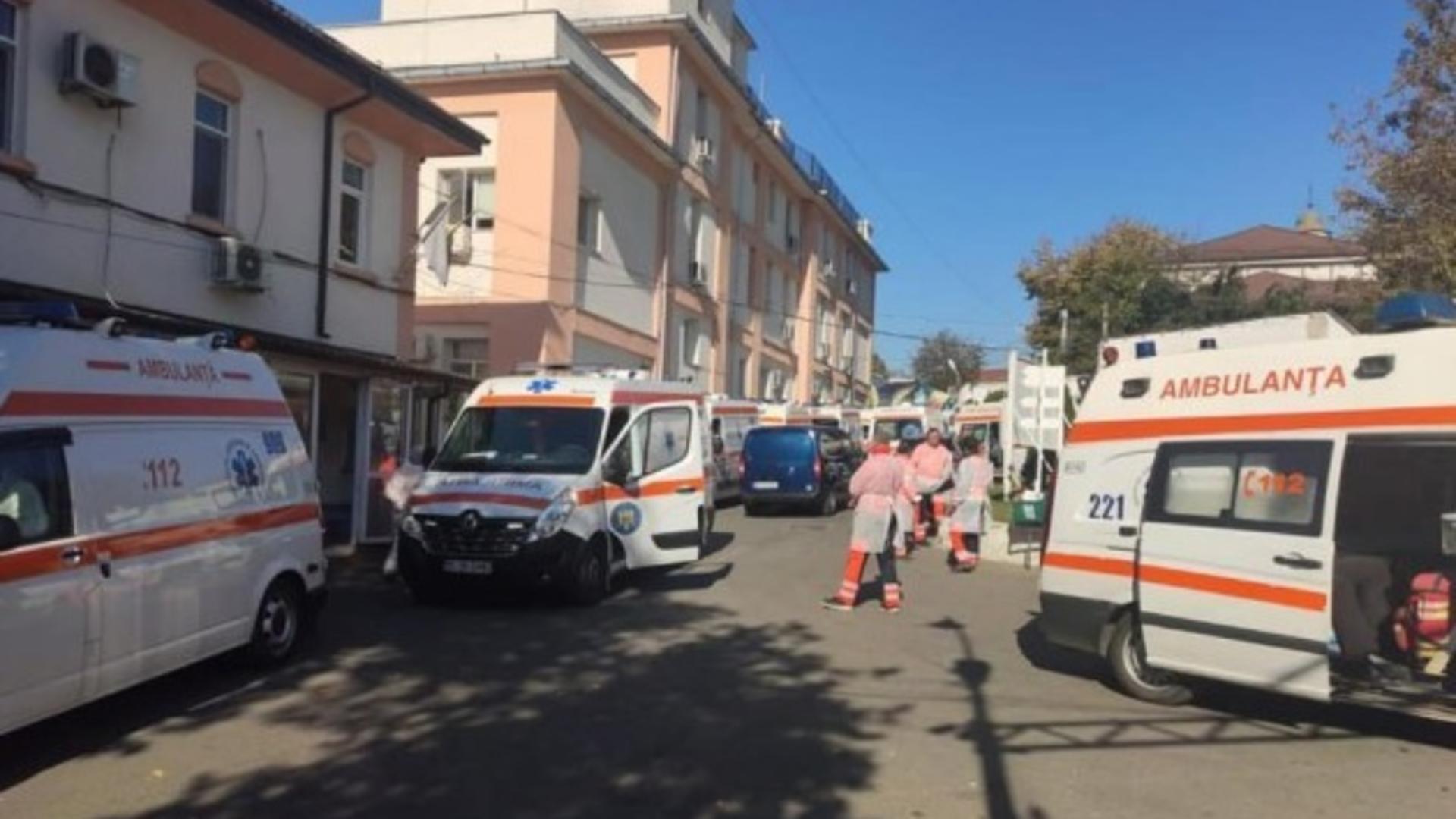 HAOS și neputință la Spitalul Sf. Spiridon, din Iași: bolnavii Covid își fac nevoile în saci de plastic, așteptând internarea