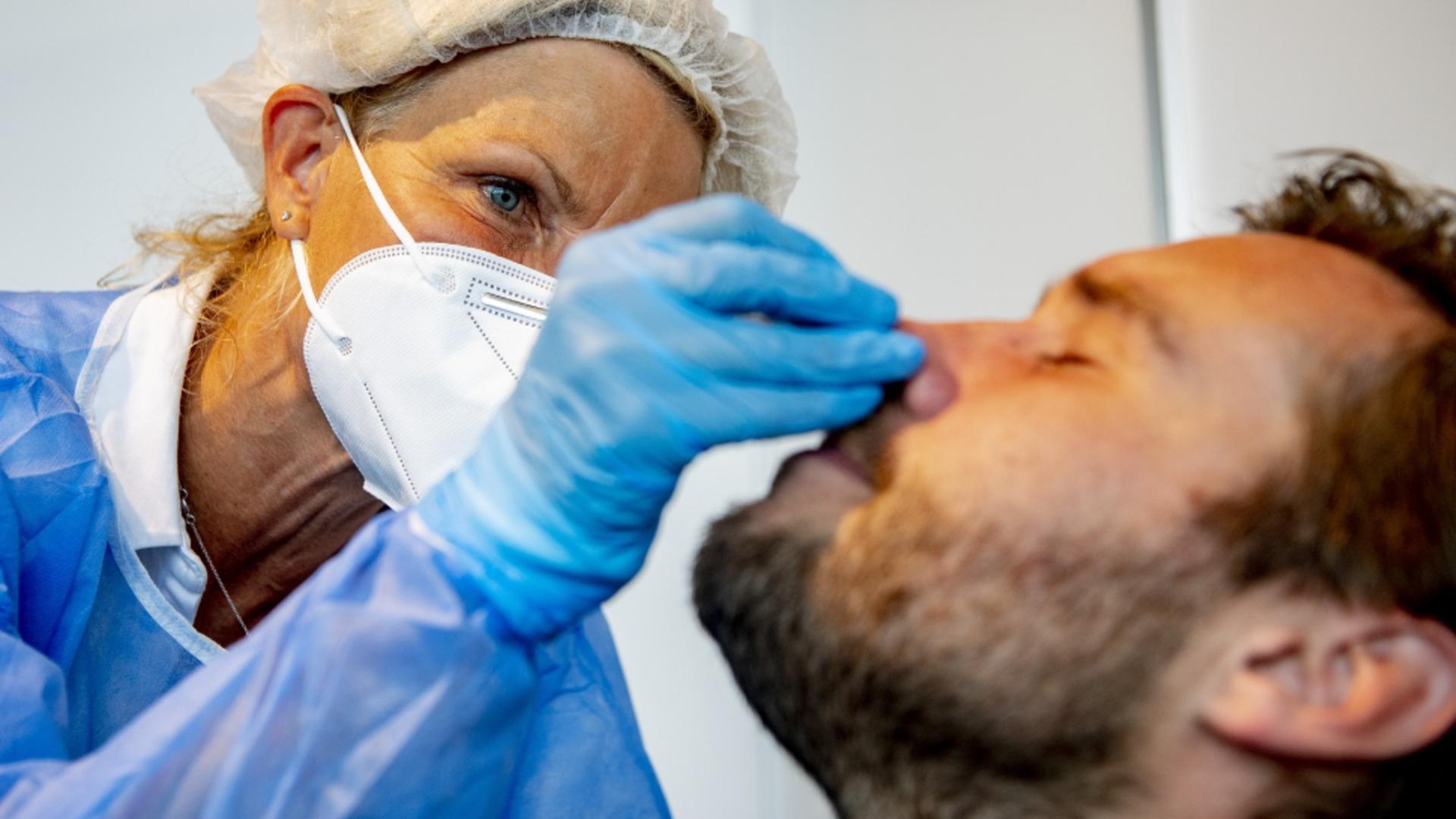 Testare antigen COVID-19 / Profimedia